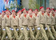 Yunarmeytsy do ` militar-patriótico de Yunarmiya do ` do movimento do Todo-russo no quadrado vermelho durante a parada dedicada a Fotografia de Stock Royalty Free