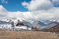 YUNNAN, CHINA - BRENG 15 2015 IN DE WAR: De Berg van de Baimasneeuw van Meili-Sneeuw M Royalty-vrije Stock Afbeelding