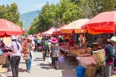 YUNNAN, CHINA - 20 DE MARÇO DE 2015: Mercado na vila antiga de Shaxi A Imagem de Stock Royalty Free