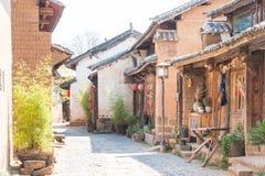 YUNNAN, CHINA - 20 DE MARÇO DE 2015: Vila antiga de Shaxi um ANC famoso Imagens de Stock Royalty Free