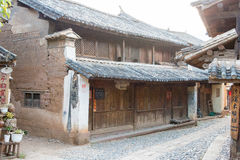 YUNNAN, CHINA - 21 DE MARZO DE 2015: Pueblo antiguo de Shaxi una ANC famosa Imagen de archivo libre de regalías