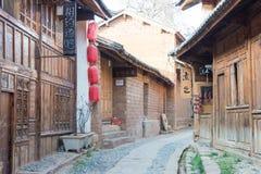 YUNNAN, CHINA - 21 DE MARZO DE 2015: Tejado en el pueblo antiguo de Shaxi un fa Fotografía de archivo libre de regalías