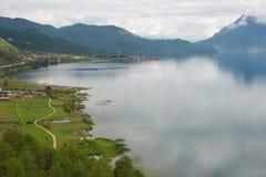 YUNNAN, CHINA - 10 DE SETEMBRO DE 2014: Lago Lugu uma paisagem famosa em Li Fotografia de Stock Royalty Free