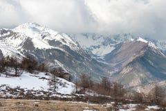 YUNNAN, CHINA - 15. MÄRZ 2015: Baima-Schnee-Berg von Meili-Schnee M Lizenzfreie Stockfotografie