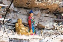 YUNNAN, CHINA - 21. MÄRZ 2015: Baoxiang-Tempel an Shibaoshan-Berg Stockfotografie
