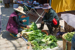 YUNNAN, CHINA - 20. MÄRZ 2015: Markt an altem Dorf Shaxi A Lizenzfreie Stockfotos