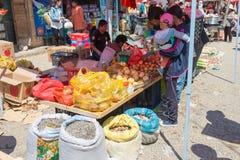 YUNNAN, CHINA - 20. MÄRZ 2015: Markt an altem Dorf Shaxi A Stockfotografie