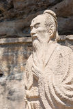 YUNNAN, CHINE - 21 MARS 2015 : Statues de Xu Xiake chez Shibaoshan Moun Photographie stock