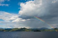 YUNNAN, CHINE - 10 SEPTEMBRE 2014 : Arc-en-ciel au lac Lugu une terre célèbre Images stock