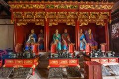 Yunnan Honghe prefekturJianshui tempel stora Hall på båda sidor som medföljer erbjudande tolv filosof Confucius Arkivbild