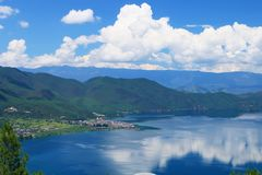 Yunnan Lijiang Lugu See Daloshui-Landschaft Stockfotografie
