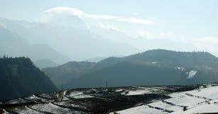 Yunnan-snowland mit dem Bauernhof Lizenzfreie Stockfotografie