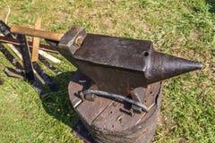 Yunque con un martillo Foto de archivo libre de regalías