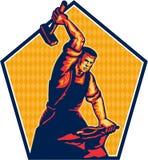Yunque de Worker Striking Sledgehammer del herrero retro Foto de archivo libre de regalías