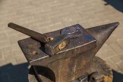 Yunque y martillo Imágenes de archivo libres de regalías