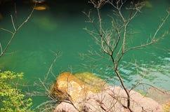 Yuntai rewolucjonistki skały Wąwóz jeziora Halny widok obraz stock