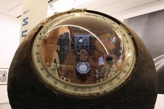 ` Yuri Gagarin de Vostok do ` do Lander ` Do espaço do russo do ` da exposição moscow 13 09 2016 fotos de stock