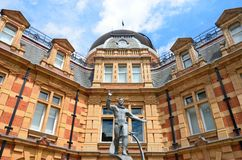 Yuri Gagarin-Statue, die vor königlichem Observatorium wellenartig bewegt Lizenzfreie Stockbilder