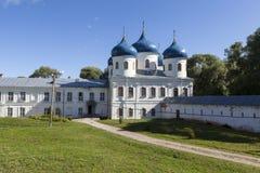 Yuriev kloster Arg domkyrka för helgedom Velikiy Novgorod Royaltyfria Bilder