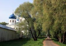 Yuriev kloster novgorod russia Arkivbilder