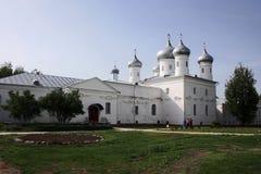 Yuriev kloster novgorod russia Arkivfoton
