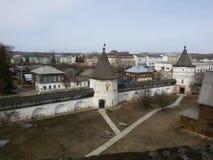 Yuriev Polsky, Ryssland, Mikhailo-Arkhangelsky kloster, kall vår arkivfoto
