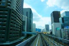 Yurikamome linje i Tokyo Odaiba Japan - Sept 12 2018 arkivfoton