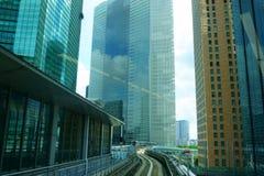 Yurikamome pociąg przewodzi Odaiba zdjęcia royalty free