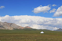 Yurt στα βουνά στοκ φωτογραφία