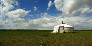 Yurt, in de weide van Mongolië stock fotografie