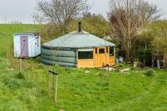 Yurt do Mongolian em um acampamento fotografia de stock