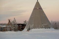 Yurt en bijgebouwen in het noordelijke kamp royalty-vrije stock foto