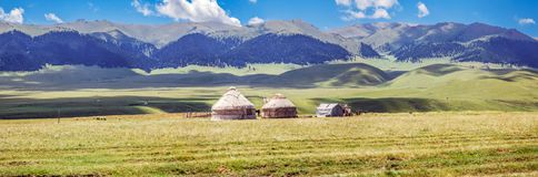 Yurt en la meseta de la montaña de Assi Región de Almaty, Kazajistán fotos de archivo libres de regalías