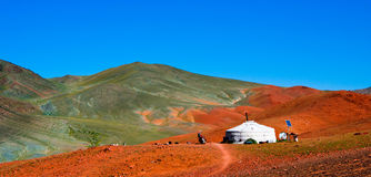 Yurt mongolo nelle montagne Fotografia Stock