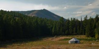 Yurta am Holz Stockbild