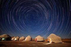 Yurts在沙漠Kyzylkum 免版税库存图片