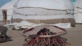 Yurts acabados y sus piezas almacen de metraje de vídeo