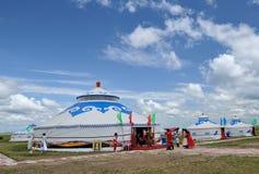 Yurts und Leute lizenzfreie stockfotos