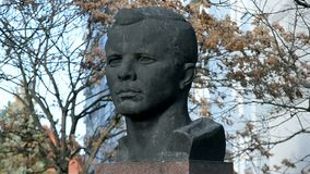 Yury Gagarin, primer cosmonauta, monumento en Erfurt, Alemania, almacen de metraje de vídeo