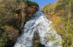 Yutakiwatervallen in de herfst, Japan royalty-vrije stock fotografie