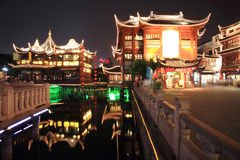 Yuyuan Garten nachts, Shanghai, China Lizenzfreie Stockbilder