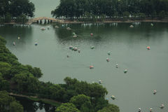 Yuyuantan-Park in Peking, Ansicht von Fernsehturm Lizenzfreies Stockbild