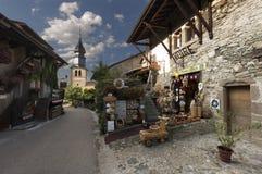 Yvoire är en kommun och en befolkning av Frankrike, i den Auvergne-RhÃ'ne-Alpes regionen royaltyfria bilder