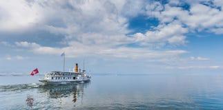 Yvoire, Frankrijk - het Schip van de Cruise stock foto