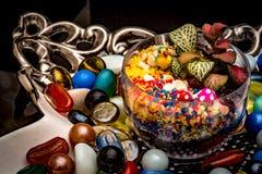 Żywa roślina w Szklanym pucharze Dekoracyjni kawałki Dla stolik do kawy obrazy royalty free