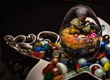 Żywa roślina w Szklanym pucharze Dekoracyjni kawałki Dla stolik do kawy zdjęcie stock