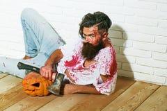 Żywego trupu mężczyzna z Halloweenową banią Zdjęcia Royalty Free
