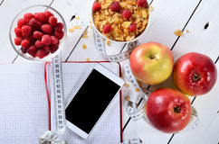 Żywienioniowy śniadanie z świeżą owoc i zbożem zdjęcie stock