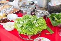 Żywności i pikantność sprzedaż przy azjatykcim ulicznym rynkiem Zdjęcia Royalty Free