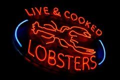 Żywy i Gotujący homara Neonowego światła sklepu Stary znak obrazy royalty free